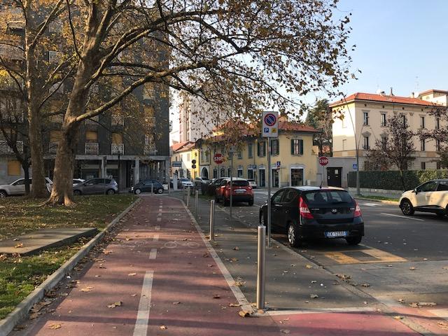 Negozio in vendita in centro a Legnano