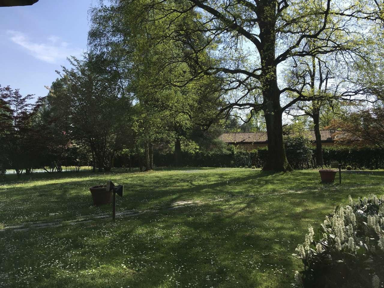 Guenzate Villa singola con giardino privato