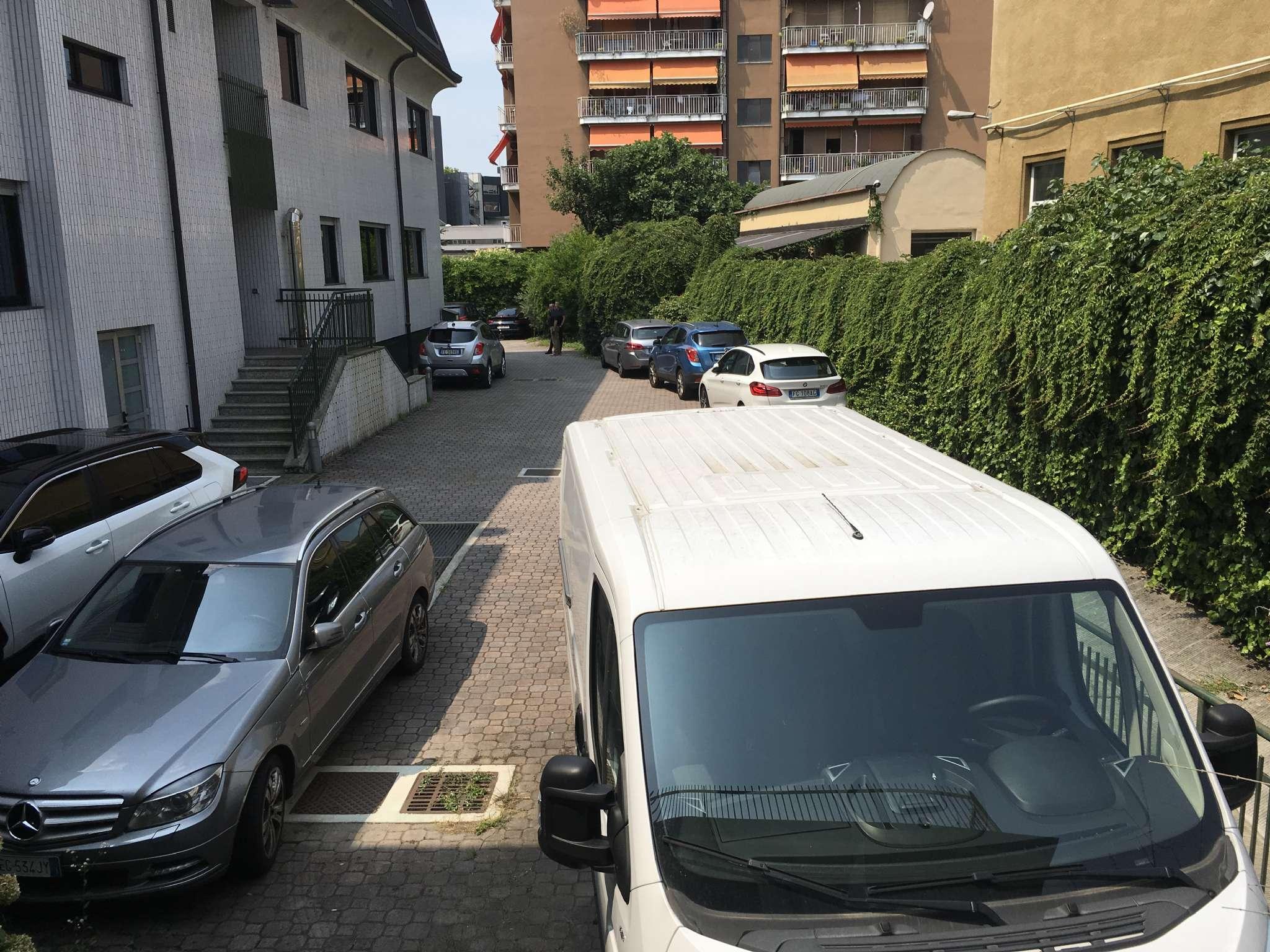 Milano - Complesso Immobiliare terra-tetto