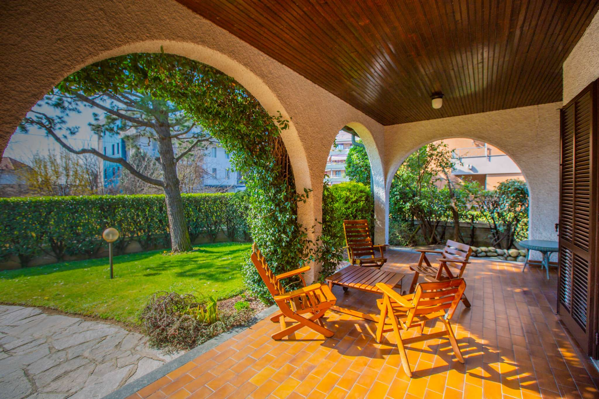 Villa bifamiliare con giardino privato
